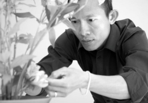 Thai Man Vai is a Vietnamist based in France. He manages Ikebana Passion page in facebook. photo credit: Thai Mai Van